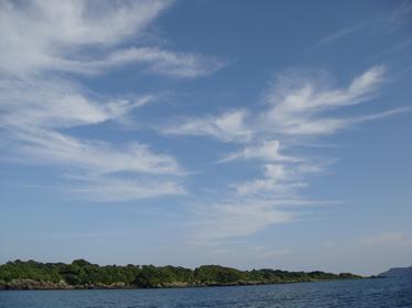 綿菓子のような雲が浮かんだ福江島の空