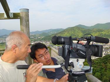 高台から五島の島々を撮影中